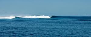 Surfboat Maldives Castaways Surf Spot Lineup