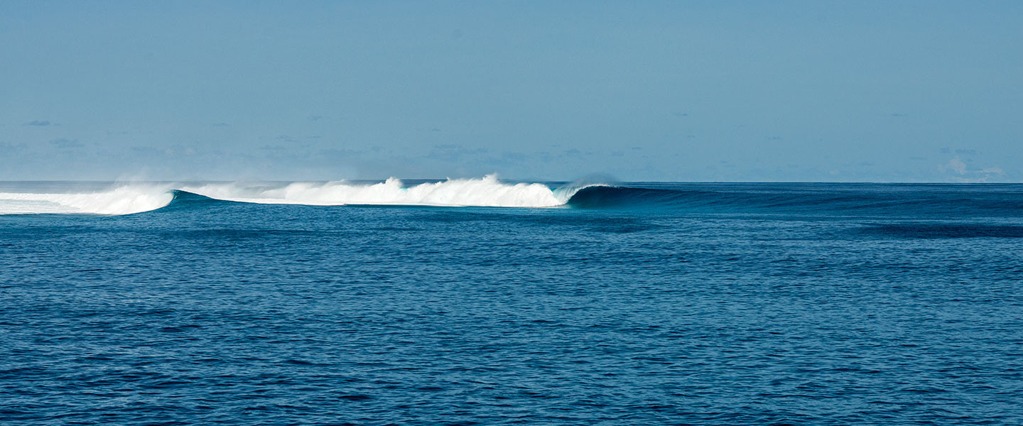 Surfboat Maldives Castaways Surf Spot Lineup